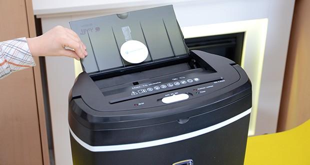 Peach Altenvernichter PS500-50 im Test - einfach Papierstapel einlegen - den Rest erledigt das Gerät dank Papierzufuhr automatisch