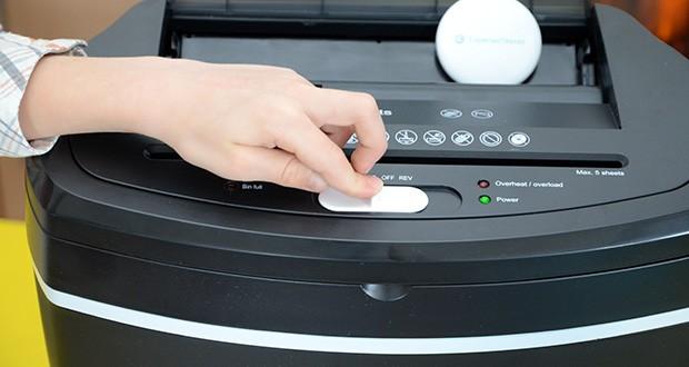 Peach Altenvernichter PS500-50 im Test - dank einem Schalter mit den drei benutzerfreundlichen Funktionen: Auto - Aus - Rückwärtslauf, ist das Gerät einfach zu bedienen
