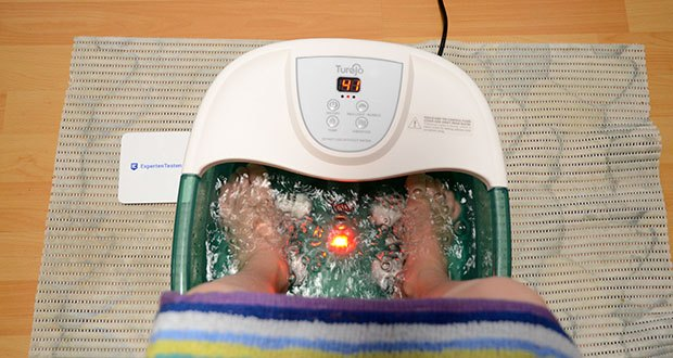 Turejo Fußbad mit Vibration im Test - füllen Sie einfach das elektrische Whirlpool-Massagegerät Turejo mit Wasser, passen Sie Ihre ideale Spa-Behandlung an und genießen Sie den entspannenden Komfort, der durch sprudelndes warmes Wasser entsteht