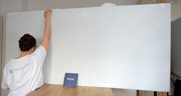 Emma Two Matratze 90x200cm im Test - die untere Schicht aus HRX-Schaumstoff stabilisiert Deinen Körper und unterstützt Dich in Deiner Lieblings-Schlafposition