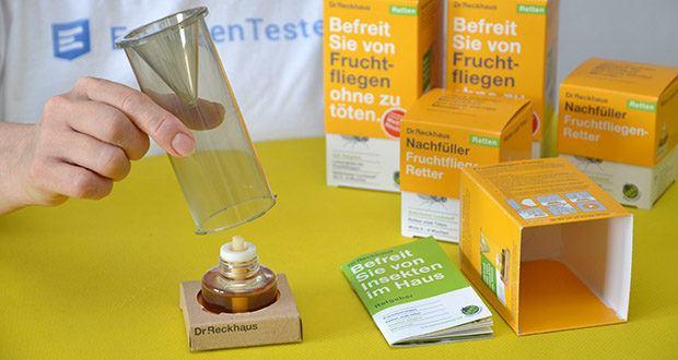 Dr. Reckhaus Fruchtfliegen-Retter mit Nachfüller im Test - Zylinder wieder über das Gefäss stülpen und vorsichtig alle vier Laschen in die Halterung eindrehen