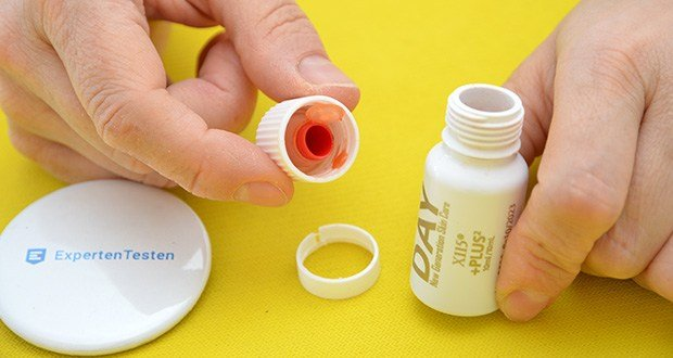 X115 +Plus Marine Kollagen im Test - Inhaltsstoffe Ampullen: Deckel: Maltodextrin; Vitamin E Acetat; Astaxanthin aus Haematococcus pluvialis; Liponsäure; Coenzym Q10; Vitamin B6; Siliciumdioxid; Biotin. Fläschchen: gereinigtes Wasser; Fruktose; Polygonum Trockenextrakt (Polygonum cuspidatum Siebold & Zucc. wurzel) Resveratrol 98%; Echinacea Zellkultur-Extrakt (Echinacea angustifolia DC. wurzel) Echinacosid 4%; Orangenaroma; Kakao Trockenextrakt (Theobroma cacao L. samen) Polyphenole 40%; Granatapfel Trockenextrakt (Punica granatum L. früchte) Ellaginsäure 20%; Kaliumsorbat, Natriumbenzoat; Zitronensäure; Oliven Trockenextrakt (Olea europaea L. laub) Oleuropein 6%; Xanthangummi