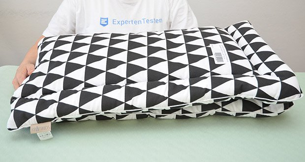 KraftKids Wickelauflage in schwarze Dreiecke im Test - schicke Wickelauflage aus 100% Baumwolle