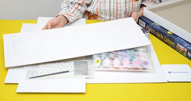 Schipper Malen nach Zahlen, Kirschblüte in Japan im Test - der Lieferumfang beinhaltet Acrylfarben auf Wasserbasis, einen Malpinsel, eine Anleitung, eine Vorlage und 3 Leinwände