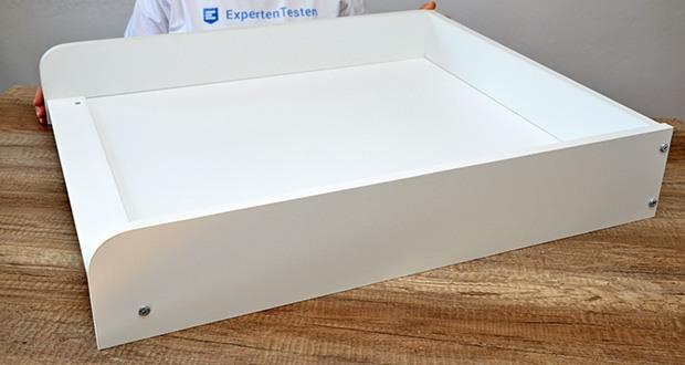 roba Wickelplatte mit Wickelauflage im Test - der Wickeltisch lässt sich leicht einhändig öffnen/schliessen und gleitet dank seines Stoßdämpferscharniers sanft und sicher nach oben und unten