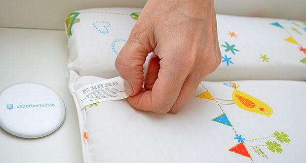 roba Wickelplatte mit Wickelauflage im Test - die Oberfläche der Wickelunterlage ist aus einem abwischbaren Baumwollpolyestergemisch (65% Polyester und 35% Baumwolle) gefertigt