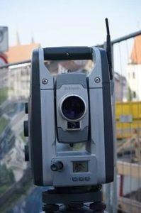 Entfernungsmessung mit Vermessungsgerät