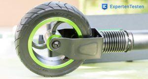 Das Laden eines Elektro Scooters im Test und Vergleich