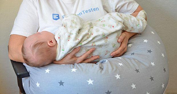 HOBEA-Germany Stillkissen XXL im Test - die Füllung bildet ein gepolstertes und stützendes Kissen, das seine Form bei Belastung standhält