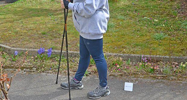 Muawo Nordic Walking Stöcke im Test - bei korrekter Technik wird der Griff der Stöcke im Rhythmus fest gefasst und wieder locker gelassen