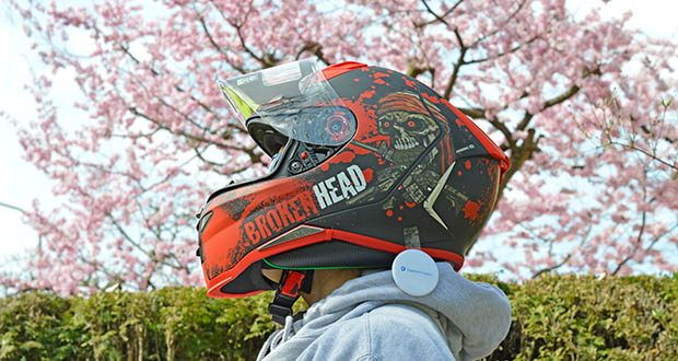 Broken Head Jack S. V2 Pro Motorradhelm im Test - hat einen Ratschenverschluss, der sich ganz schnell und ganz easy öffnen lässt
