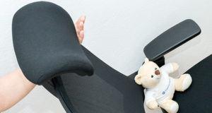Ein Bürostuhl mit verstellbarer Rückenlehne im Test und Vergleich