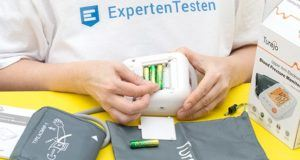 Wie funktioniert die Handhabung bei einem Blutdruckmessgerät im Test?