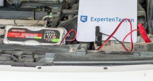 Welches nützliches Zubehör gibt es für das Batterieladegerät im Test?