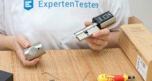 Was gilt als wichtiges Zubehör für den Fingerprint Türöffner im Test?