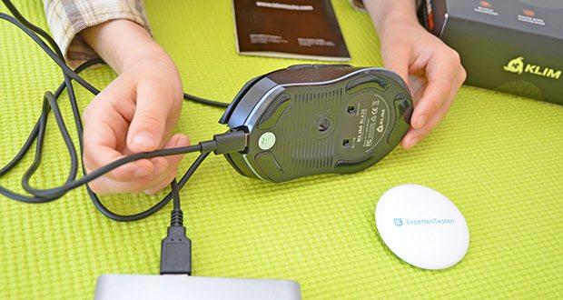 KLIM Blaze kabellose RGB Gaming Maus im Test - Du kannst das 150 cm lange Kabel zum Schnellladen an ein USB-Ladegerät anschließen, oder einfach an deinen PC, um die Maus weiter zu benutzen