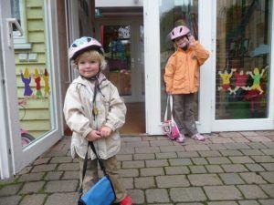 Interessante Geschichte des Fahrradhelms für Babys im Test