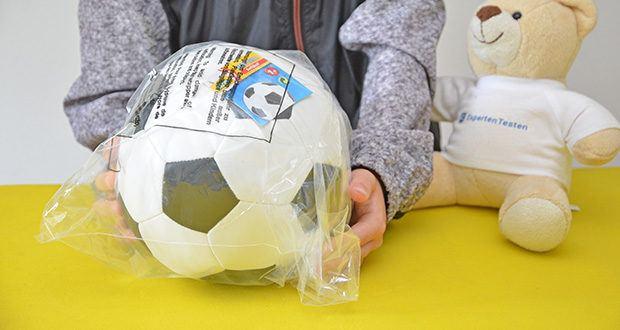 Lena Soft Fußball im Test - verpackt im Netz
