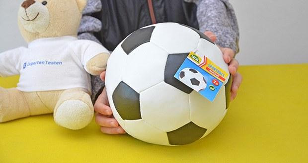 Lena Soft Fußball im Test - gefüllt mit Schaumstoff