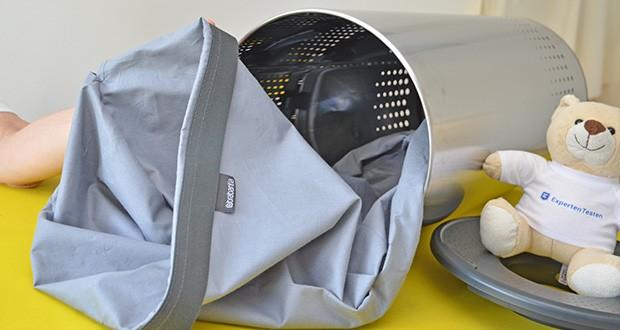 Brabantia Wäschebox 35L im Test - Deckelhaken an der Seite zum Herausnehmen des inneren Wäschebeutels