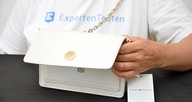 Tommy Hilfiger Damen Honey Tasche im Test - Tommy Hilfiger-Monogramm-Emblem vorne