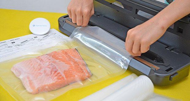 Inkbird Vakuumiergerät INK-VS01 im Test - füllen Sie die Lebensmittel in den Vakuumierbeutel und legen Sie das offene Ende des Beutels in die Vakuumierer