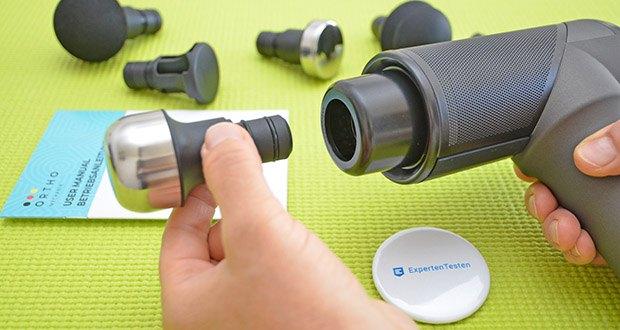 Orthomechanik OrthoGun 2.0 Massagepistole im Test - 2 metallüberzogene Aufsätze ermöglichen die hygienische Anwendung mit Massageöl