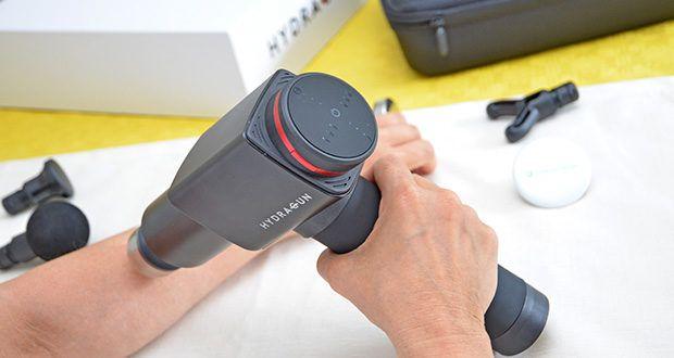 Hydragun Massagepistole im Test - legen Sie es für eine Tiefengewebsmassage auf Ihre schmerzenden oder verspannten Muskeln