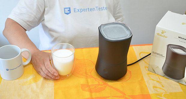 Tchibo Elektrischer Milchaufschäumer schwarz im Test - besticht nicht nur durch perfekten Schaum, sondern auch durch die optimale Erhitzung der Milch