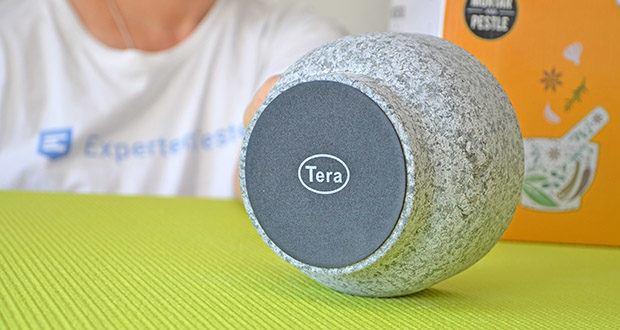 Tera Granit Mörser mit Stößel im Test - der Silikon-Untersetzer des Mörsers schützt Ihre Arbeitsplatte und vermeidet Geräusche beim Zerkleinern