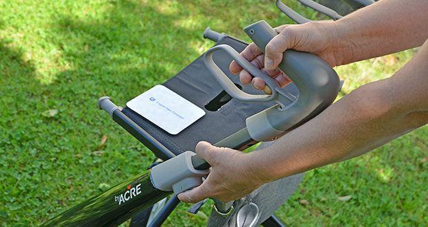 Seniorgo byACRE Carbon-Rollator Klassisch im Test - die Griffhöhe lässt sich ganz einfach von 79 cm – 91 cm per Knopfdruck verstellen