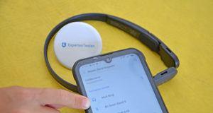 Pflege eines kabellosen Kopfhörers im Test und Vergleich